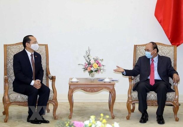 Le PM Nguyen Xuan Phuc recoit le nouvel ambassadeur du Cambodge hinh anh 1