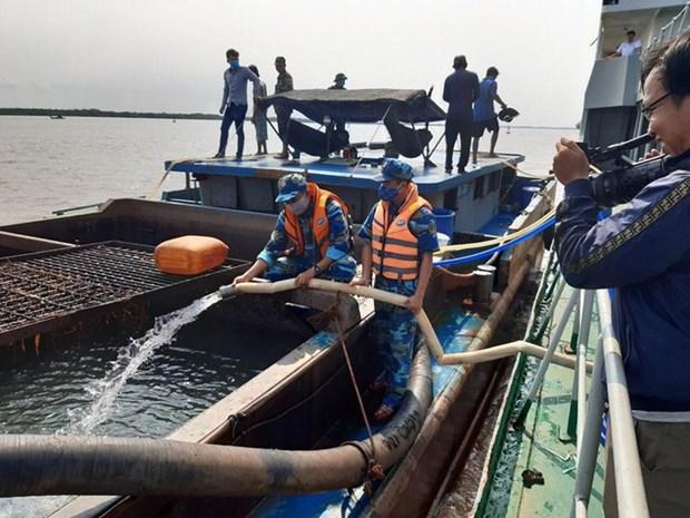 Des millions de litres d'eau potable transportees pour le Delta du Mekong hinh anh 1