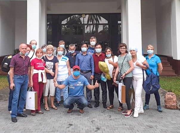 """Touriste roumaine en quarantaine : """"Nous pouvons sentir le sourire, meme derriere le masque"""" hinh anh 1"""