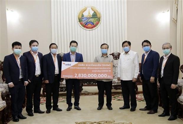 Coronavirus: des entreprises vietnamiennes viennent en aide au Laos hinh anh 1