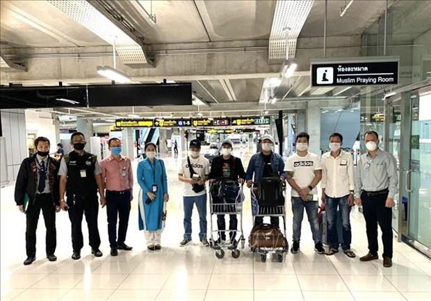 Rapatriement de sept Vietnamiens coinces a l'aeroport Suvarnabhumi de Bangkok hinh anh 1