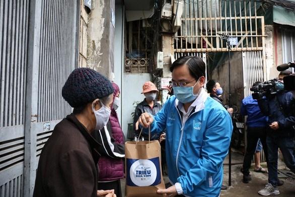 """""""Un million de repas"""" a destination des personnes vulnerables au COVID-19 hinh anh 1"""