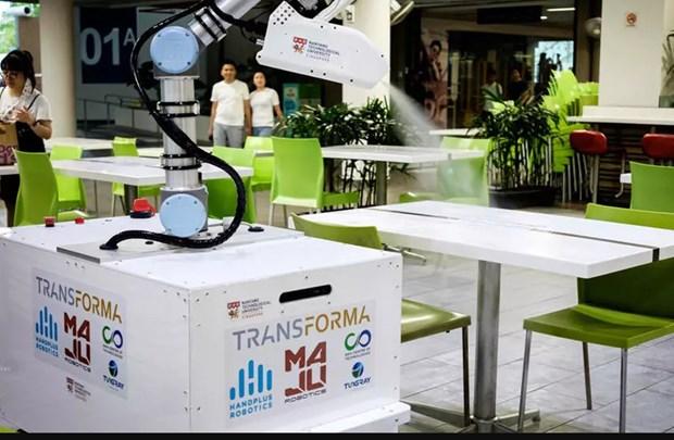 Singapour : construction d'un robot de desinfection pour aider les nettoyeurs hinh anh 1