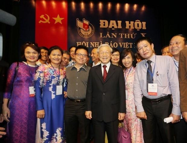 Le leader du PCV exprime ses vœux a l'Association des journalistes du Vietnam a l'occasion du 70e anniversaire hinh anh 1
