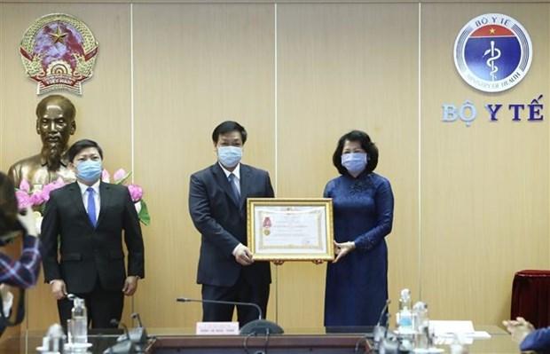 COVID-19 : la vice-presidente vietnamienne salue les realisations du secteur de la sante hinh anh 1