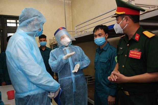 La vice-presidente Dang Thi Ngoc Thinh visite la force anti-pandemique du commandement de Hanoi hinh anh 1