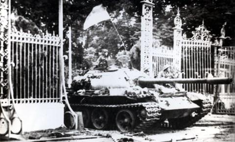 La direction judicieuse du Parti est decisive pour la grande victoire du printemps 1975 hinh anh 1