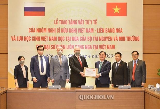 Le Vietnam fait don de fournitures medicales a la Russie hinh anh 1