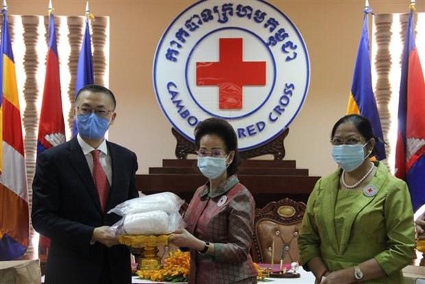 La Croix-Rouge vietnamienne offre du materiel medical a son homologue cambodgienne hinh anh 1
