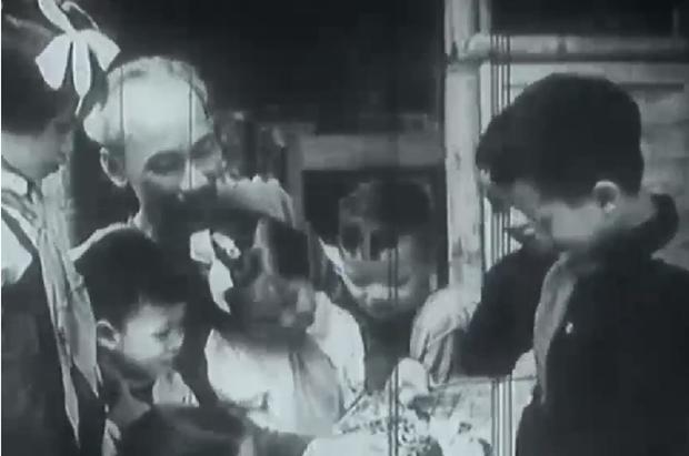 Projection d'un documentaire sur le President Ho Chi Minh hinh anh 1