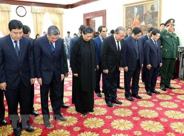 Vietnam-Laos : Des delegations vietnamiennes rendent hommage a Sisavath Keobounphanh hinh anh 1