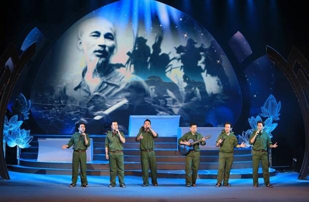 Un programme artistique special marque l'anniversaire du president Ho Chi Minh hinh anh 1
