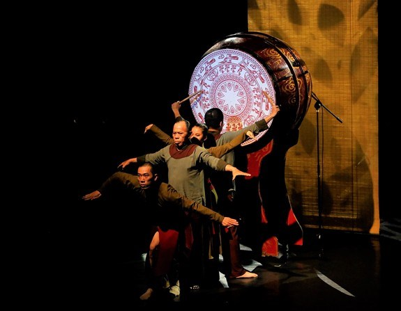 Quand danse contemporaine et musique traditionnelle font un pas de deux hinh anh 1