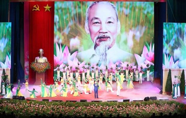 Le chef du Parti et de l'Etat rend hommage au President Ho Chi Minh hinh anh 3