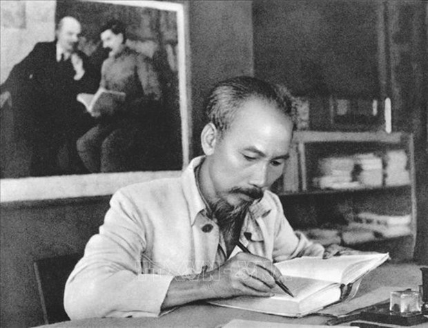 Le peuple russe accorde toujours des sentiments particuliers au president Ho Chi Minh hinh anh 1