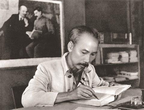 Le President Ho Chi Minh, heros de la liberation nationale hinh anh 2