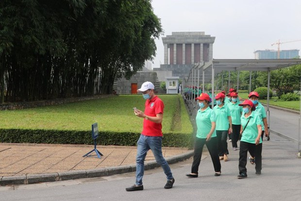 Les Vietnamiens rendent hommage au President Ho Chi Minh hinh anh 1