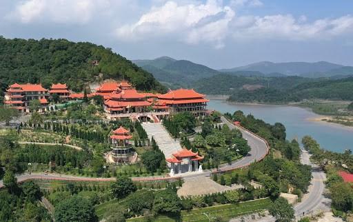 La pagode de Cai Bau, haut lieu de pelerinage charge d'histoire dans le Nord hinh anh 1