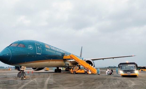 Le Vietnam assouplira ses politiques d'immigration et reprendra des vols hinh anh 1