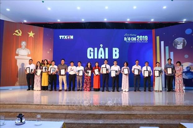 Les laureats des prix de presse de l'Agence vietnamienne d'Information a l'honneur hinh anh 1