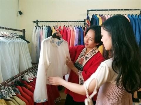 Une Vietnamienne fait revivre les costumes d'antan du pays hinh anh 2