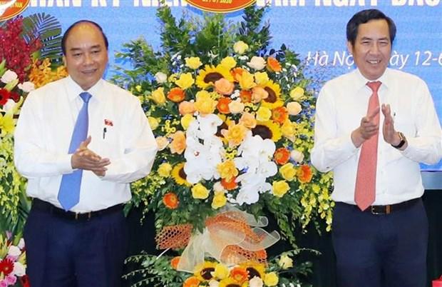 "Le PM rend visite au journal ""Nhan Dan"" hinh anh 1"