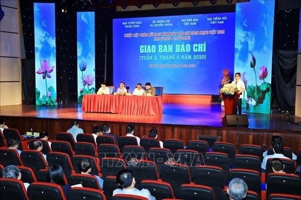 Le vice-PM Vu Duc Dam adresse les felicitations aux journalistes hinh anh 1