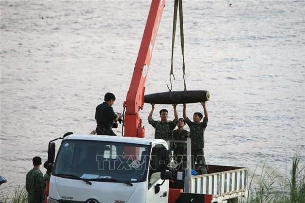 Une bombe datant de la guerre remontee dans le fleuve Rouge a Hanoi hinh anh 1