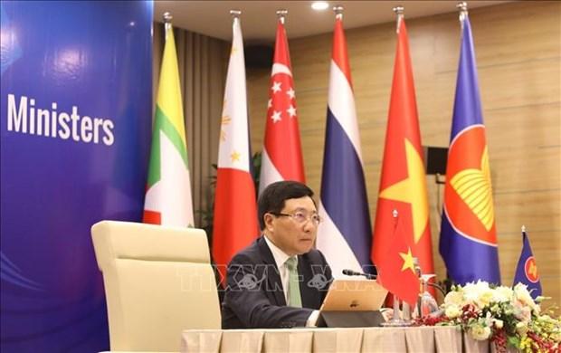 ASEAN : les dirigeants discutent d'importants contenus de cooperation hinh anh 1
