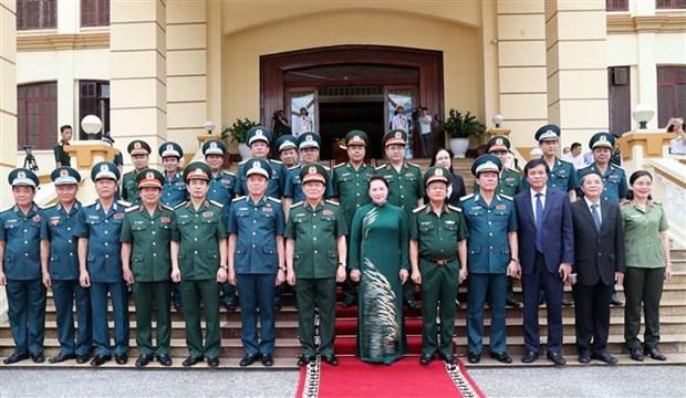 La presidente de l'AN travaille avec l'armee de l'air et de la defense anti-aerienne hinh anh 2