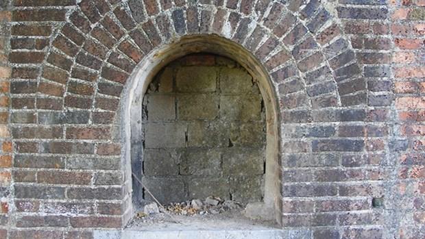 Deux anciennes portes decouvertes dans la cite imperiale de Hue hinh anh 1