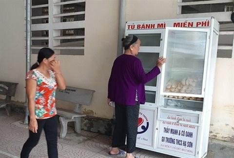 """Nghe An : """"banh mi"""" gratuits pour les patients pauvres hinh anh 1"""