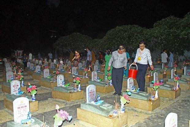 Ceremonie a la memoire pour les martyrs au cimetiere international Vietnam-Laos hinh anh 1