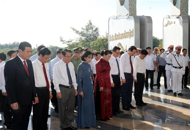 La presidente de l'AN rend hommage aux meres heroines et aux martyrs hinh anh 4