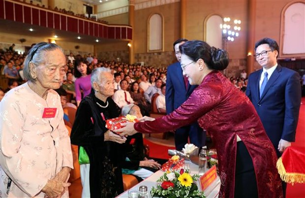 La presidente de l'AN rend hommage aux meres heroines et aux martyrs hinh anh 2