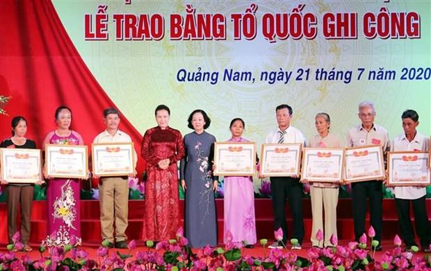 La presidente de l'AN rend hommage aux meres heroines et aux martyrs hinh anh 3