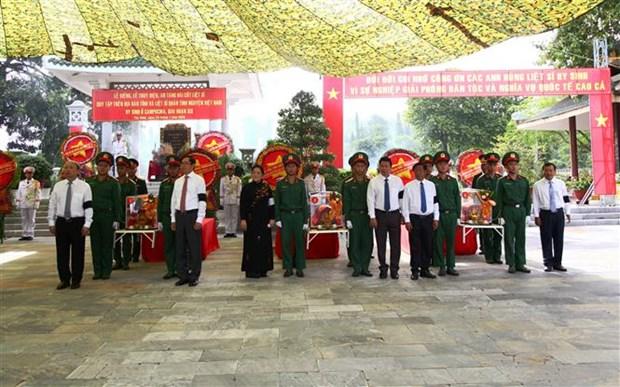 Tay Ninh : inhumation des restes de 149 soldats volontaires vietnamiens tombes au Cambodge hinh anh 1