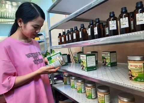 Quang Nam : une jeune femme commercialise des produits regionaux bios hinh anh 1