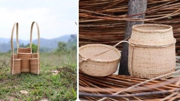 Une exposition pour presenter le tissage artisanal de l'ethnie Co Tu hinh anh 1