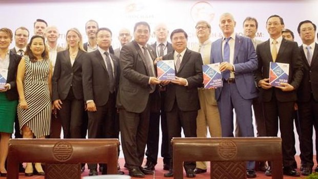 Le Livre blanc 2020 aide les entreprises europeennes a mieux comprendre le Vietnam hinh anh 1