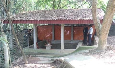 Le site archeologique de Xom Ren fragilise par le manque de fonds hinh anh 1