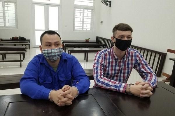 Un Vietnamien et un Ecossais emprisonnes pour trafic de drogue hinh anh 1