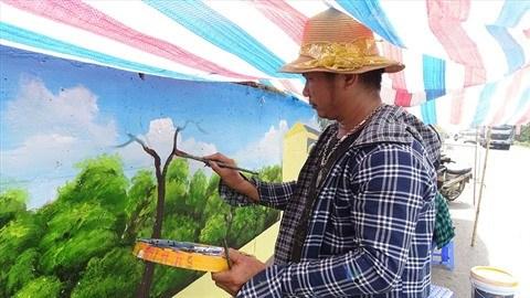 Hanoi : a Phuc Tho, les murs revetent de nouvelles fresques hinh anh 2