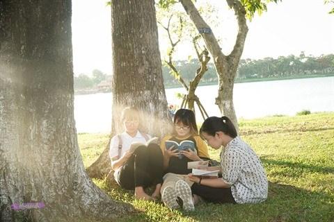 Coin lecture au bord de la riviere des Parfums hinh anh 1