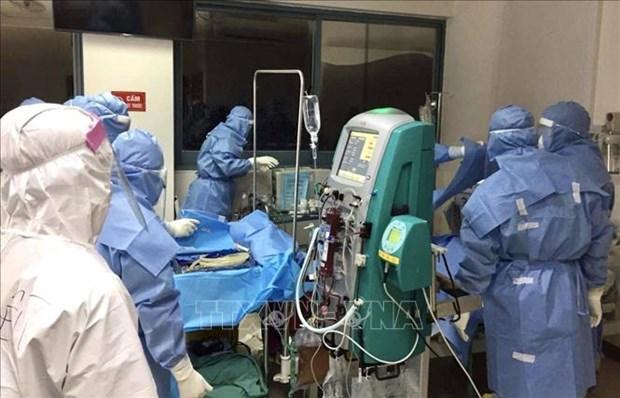 Les experts de l'hopital universitaire medical de Hanoi aident a traiter les patients de COVID-19 hinh anh 1