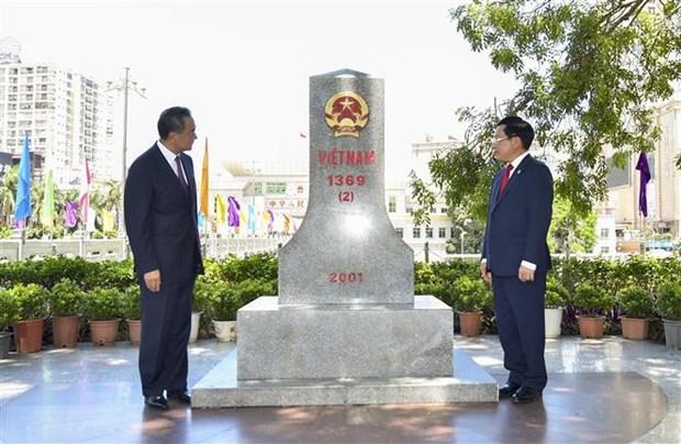 Frontiere terrestre : Vietnam et Chine fetent les anniversaires de differents documents hinh anh 1