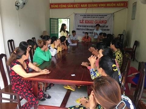 Microfinance et formation aident les Khmers a sortir de la pauvrete hinh anh 2