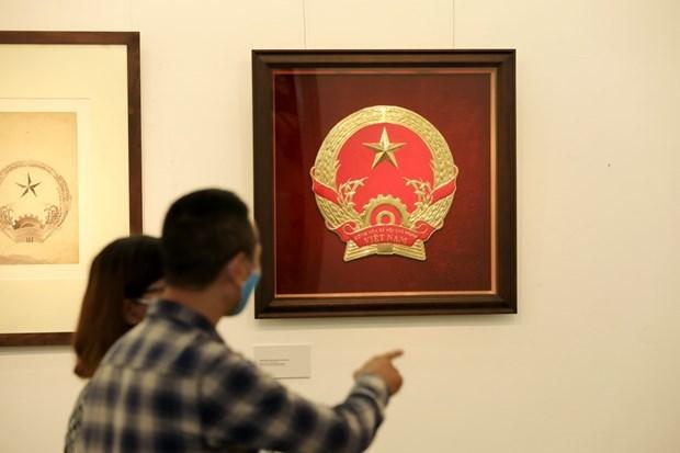 Les croquis de l'embleme national par Bui Trang Chuoc en exposition a Hanoi hinh anh 1