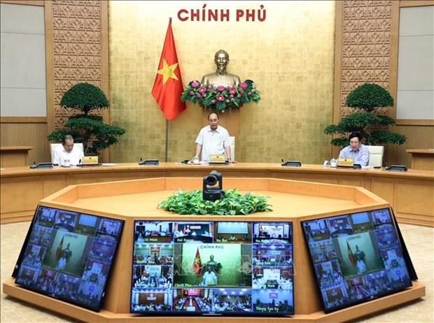 COVID-19 : le PM demande de resserrer les mesures preventives et de promouvoir la production hinh anh 1