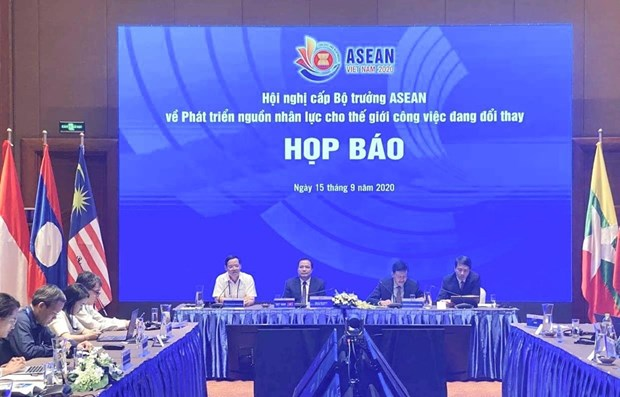Promotion de la cooperation de l'ASEAN dans le developpement des ressources humaines hinh anh 1
